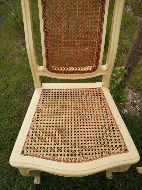 chaises relookées jaune paille