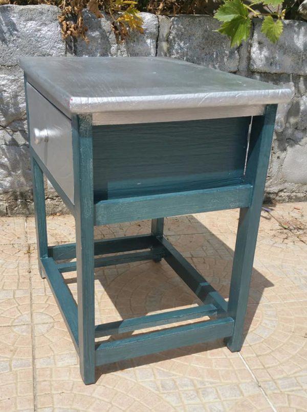 Meuble d'appoint gris métal et bleu irisé