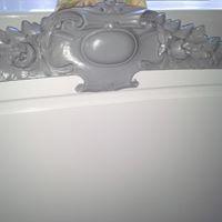 Tête de lit blanche et grise